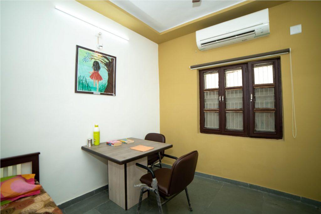 best hostel facility in Mehsana